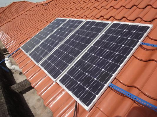Nationwide clash over net metering threatens solar panel market