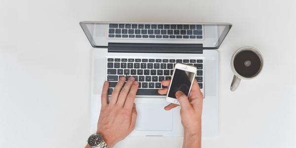 online sales-person using laptop-photo