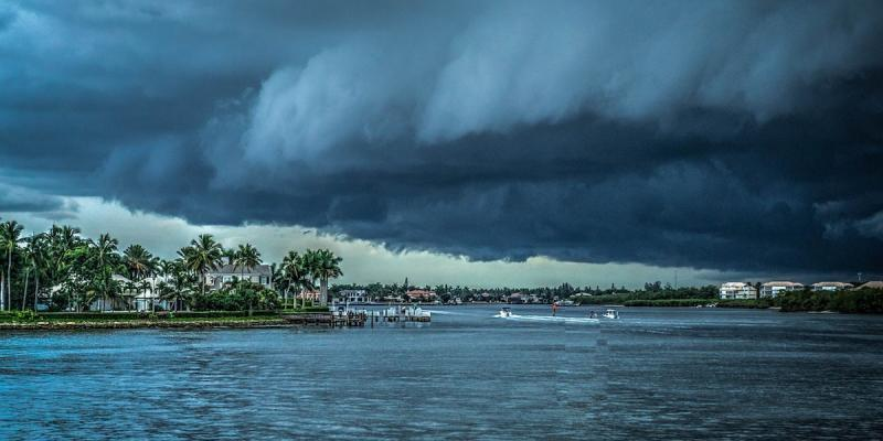 Storm approaching the shoreline
