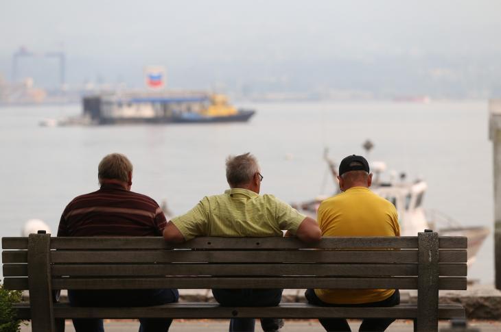 Men on a bench, Photo: robinsonk26 via Pixabay