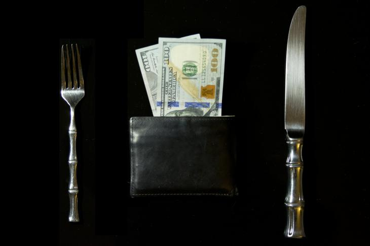 Wallet, money, tablesetting; Photo: novelrobinson via Pixabay